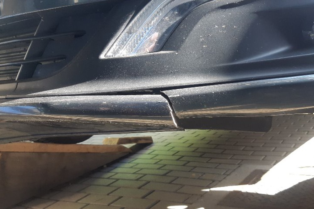 Photo gallery, repair of a cracked Peugeot bumper rim