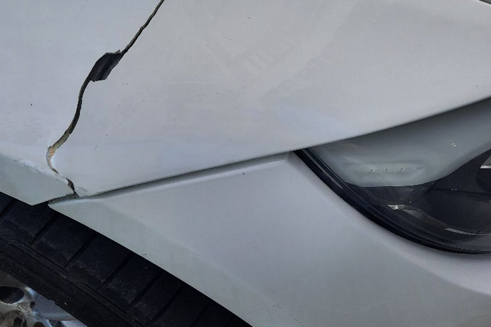 Photo gallery, repair of BMW fender cracks