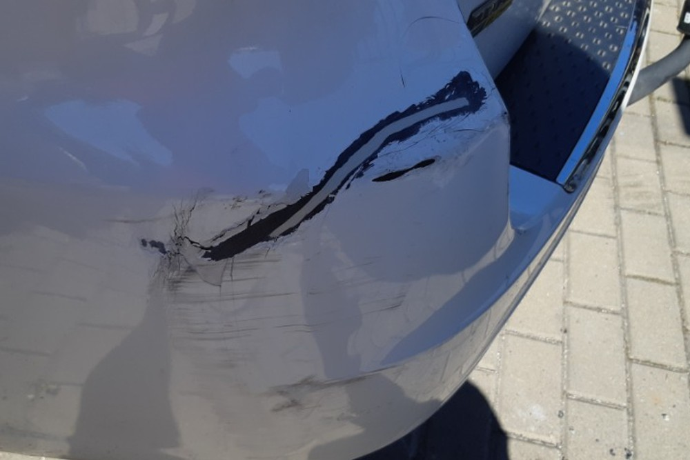 Photo gallery, repair of a punctured Chrysler bumper