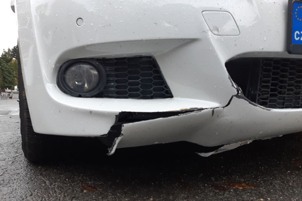 Photo gallery, BMW bumper crack repair