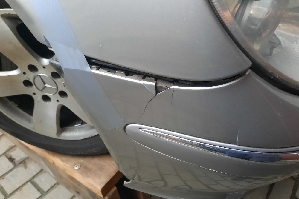 Photo gallery, repair of the Mercedes bumper and fender connection