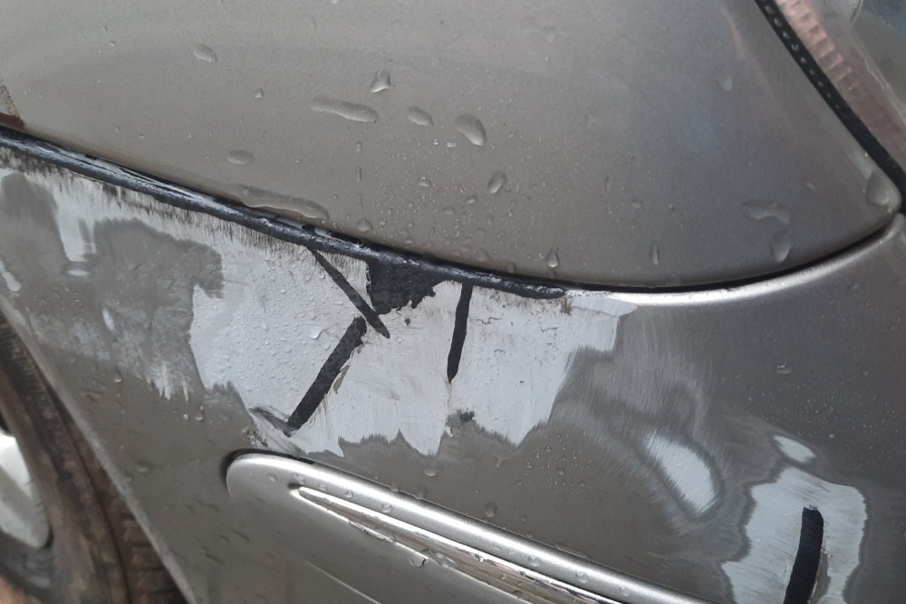 Repair of the Mercedes bumper and fender joint