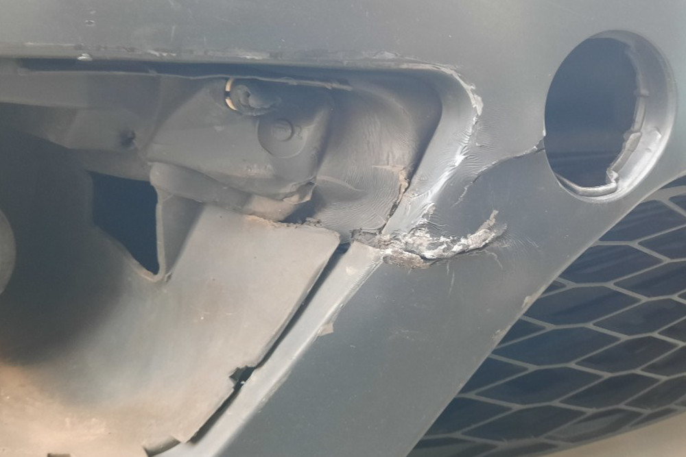 Photo gallery, Seat, punctured bumper repair