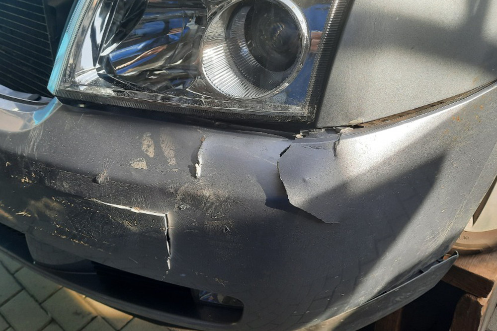 Photo gallery, repairing cracks in a damaged bumper